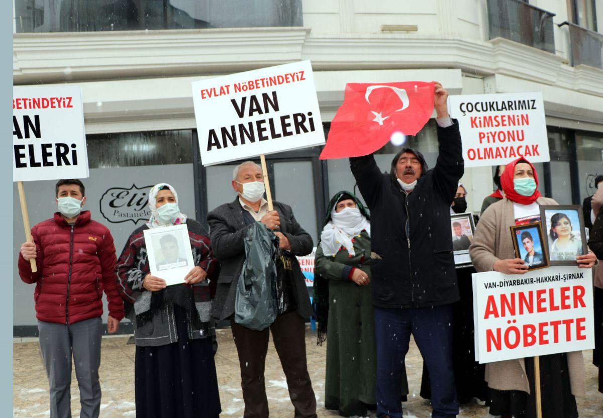 Van da kar yağışına rağmen evlat eylemini HDP liler engellemeye çalıştı #5