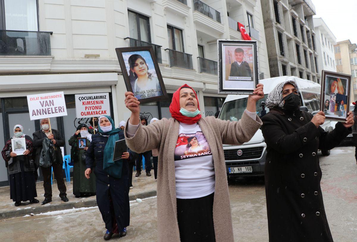 Van da kar yağışına rağmen evlat eylemini HDP liler engellemeye çalıştı #2