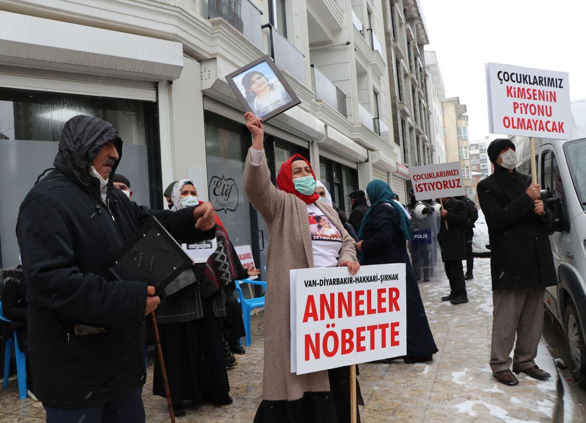 Van da kar yağışına rağmen evlat eylemini HDP liler engellemeye çalıştı #9