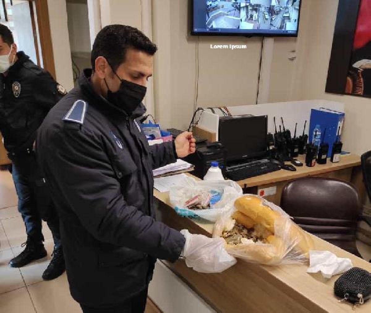 Sivas taki dilencinin ekmeğinin arasından bozuk paralar çıktı #2