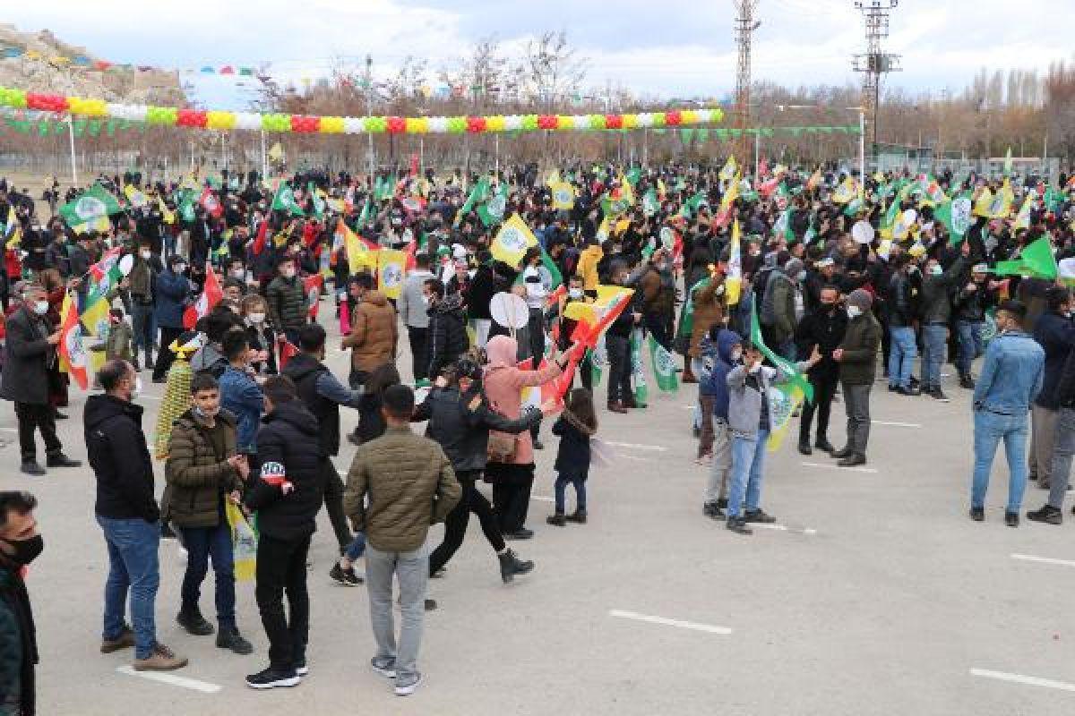 Van da HDP nin organize ettiği nevruz kutlamaları başladı #5