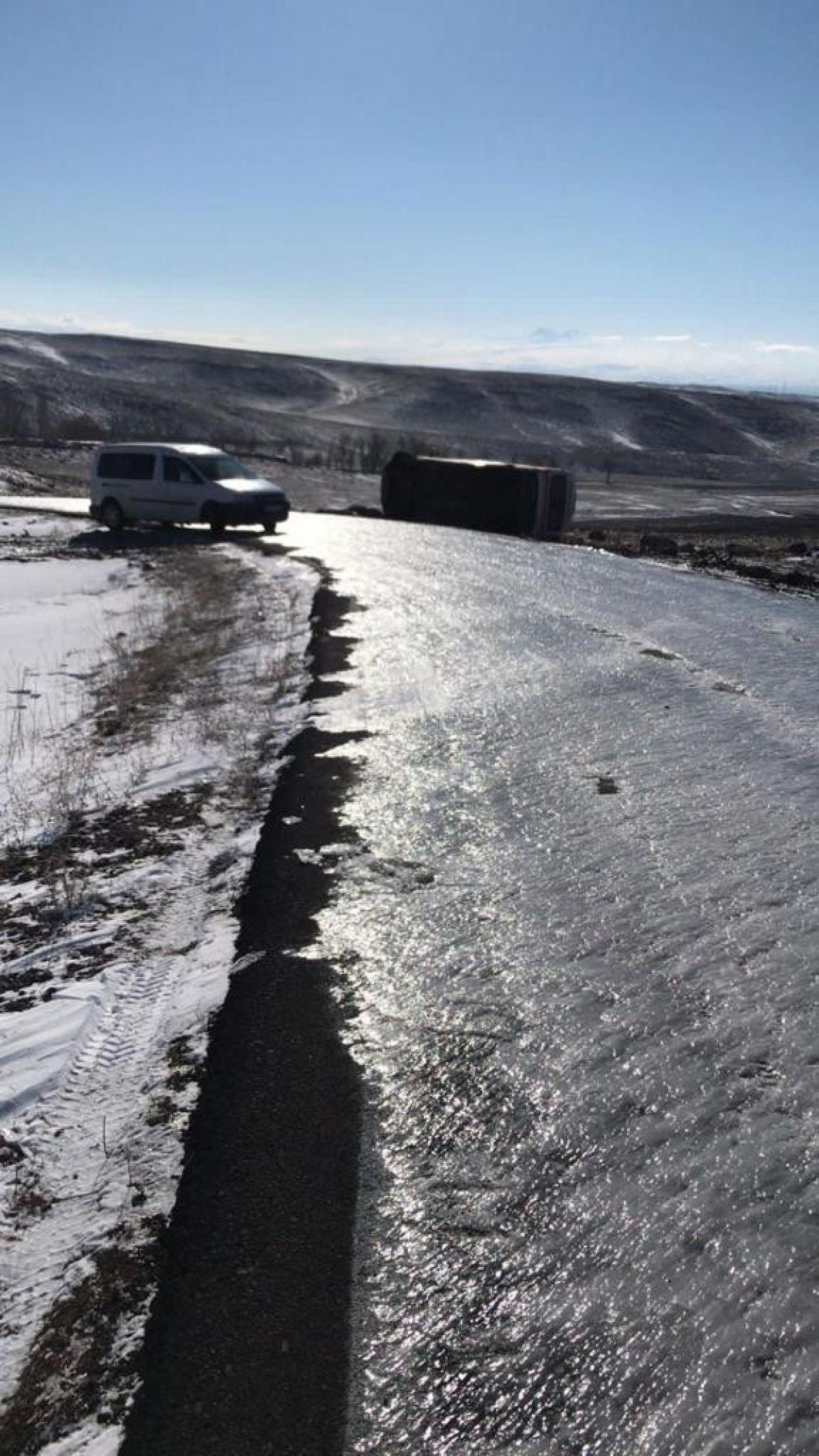 Kars'ta hasta almaya giden ambulans takla attı: 3 yaralı #4