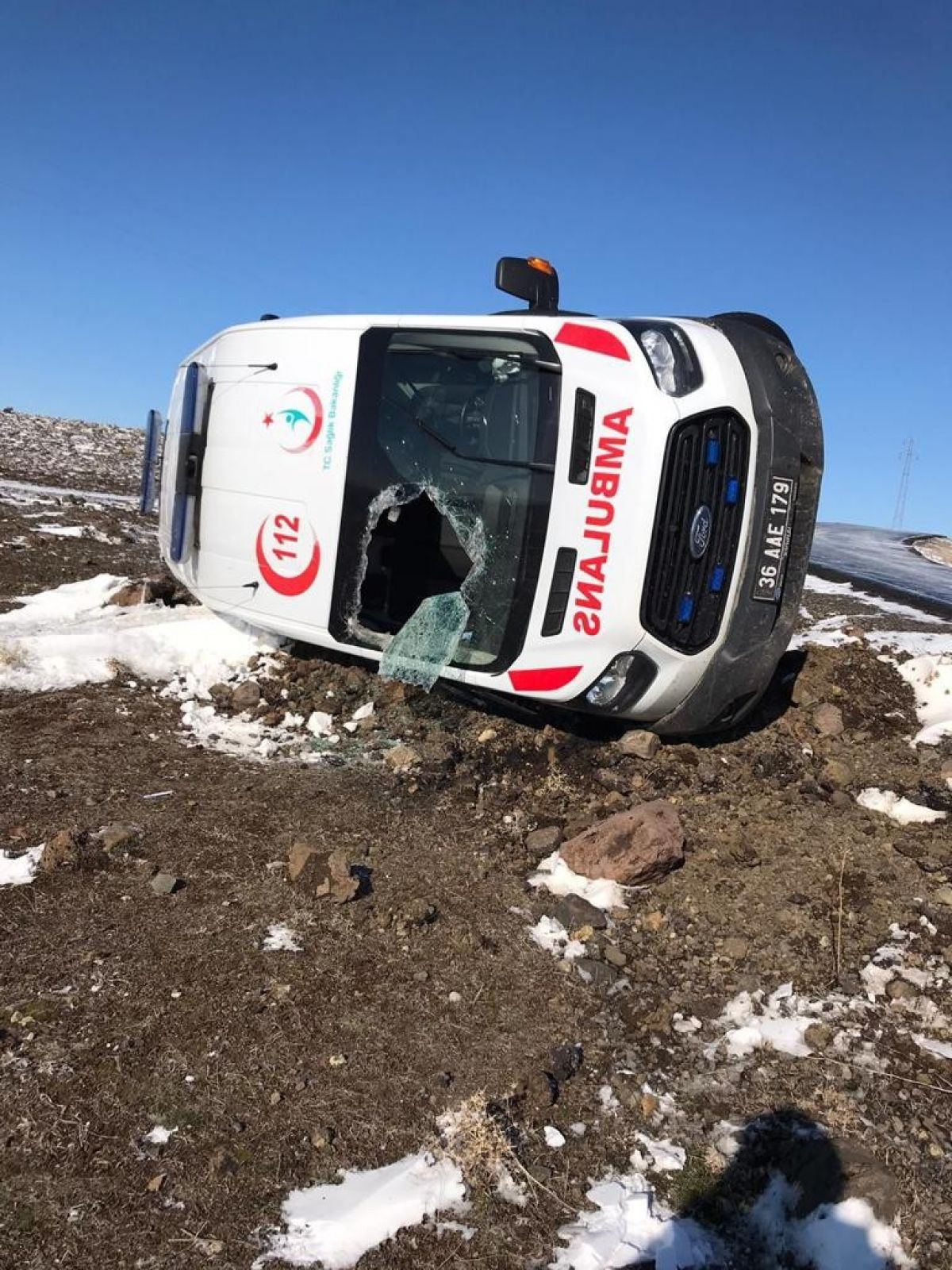 Kars'ta hasta almaya giden ambulans takla attı: 3 yaralı #1