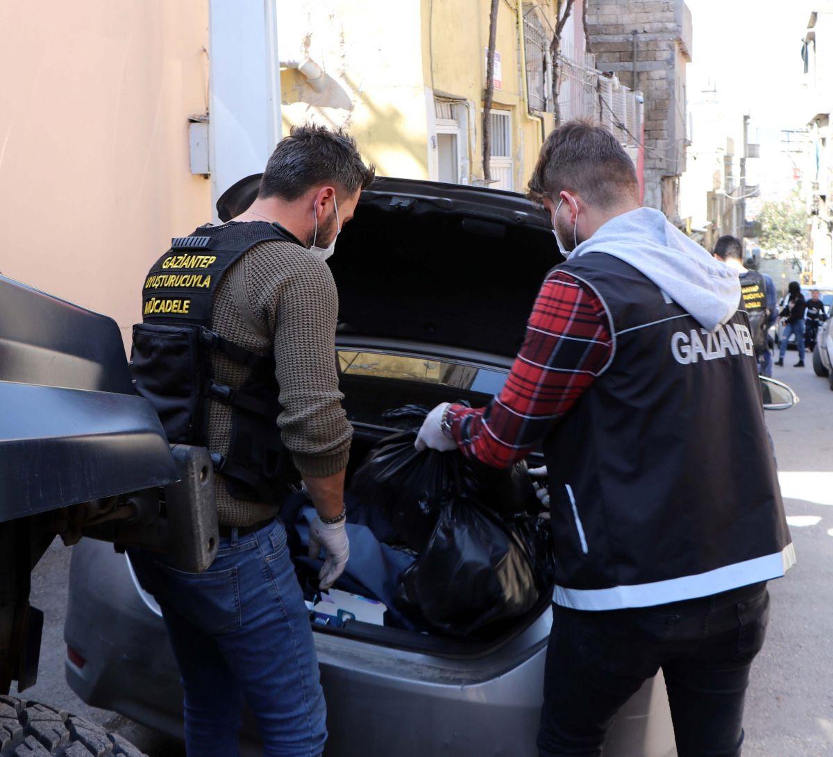 Gaziantep'te 950 polis, uyuşturucu operasyonuna katıldı: 29 gözaltı #6