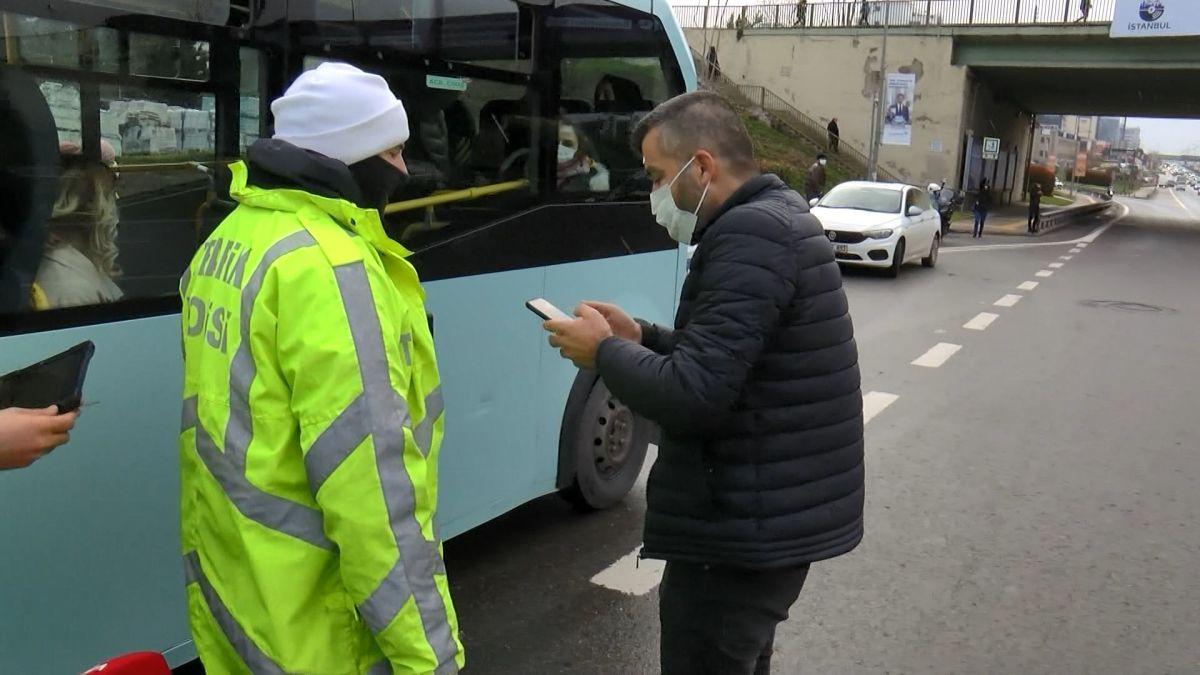 Maltepe de ceza kesilen sürücü minibüsü bırakıp uzaklaştı #1
