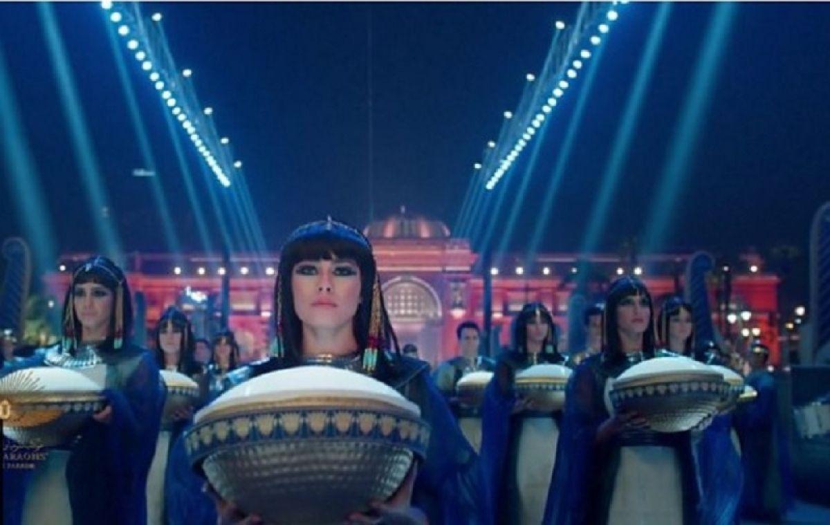 Mısır'da 18 kral ve 4 kraliçenin mumyası kortej eşliğinde müzeye taşındı #8