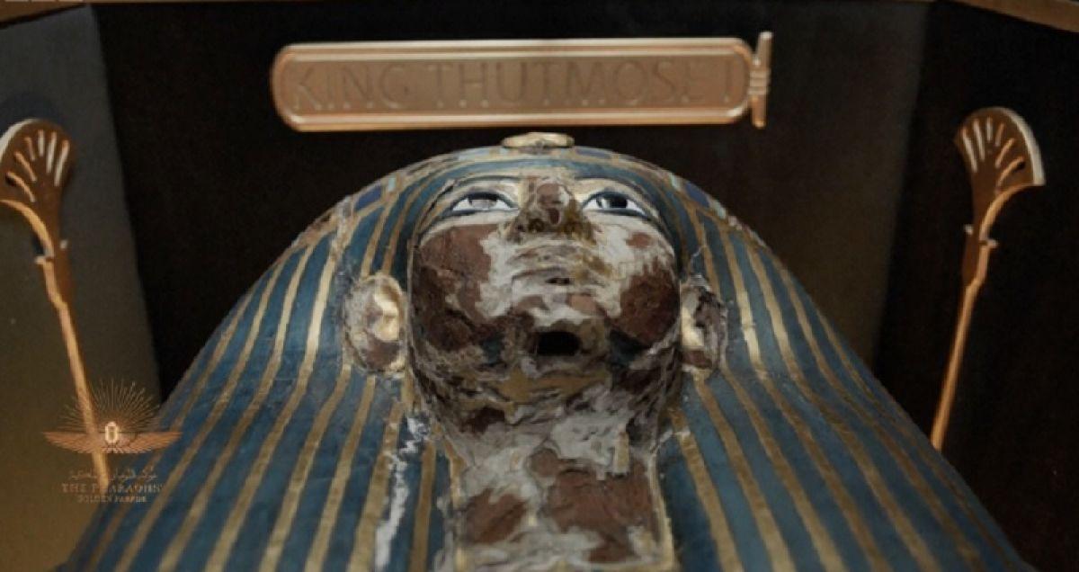 Mısır'da 18 kral ve 4 kraliçenin mumyası kortej eşliğinde müzeye taşındı #4