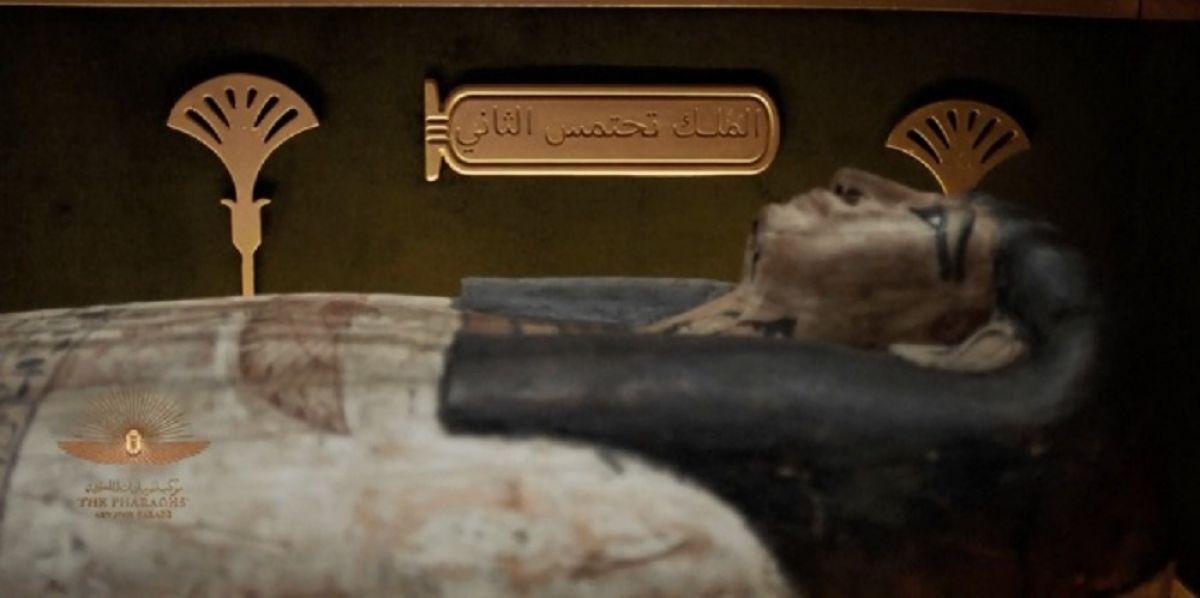 Mısır'da 18 kral ve 4 kraliçenin mumyası kortej eşliğinde müzeye taşındı #6