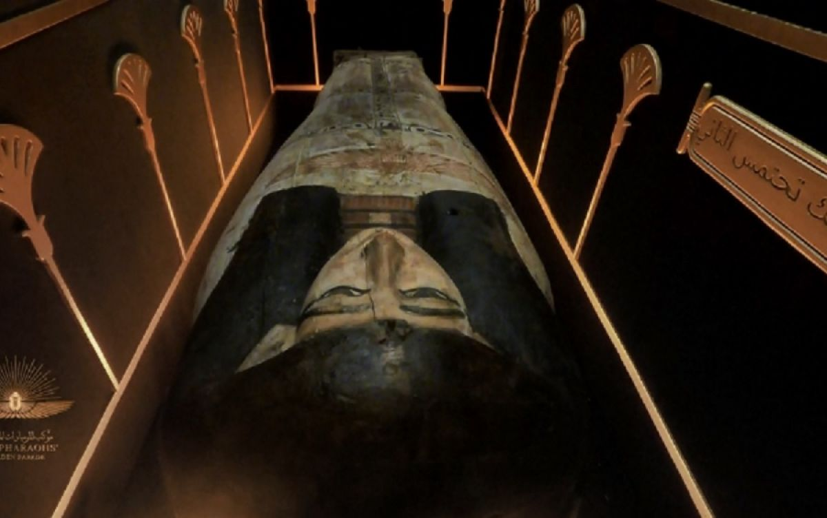 Mısır'da 18 kral ve 4 kraliçenin mumyası kortej eşliğinde müzeye taşındı #7