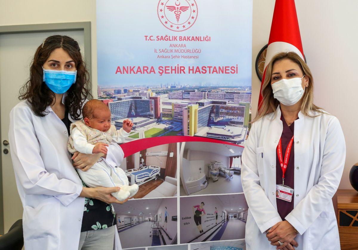 Ankara da annesi hamileyken aşılanan bebek antikorlu doğdu #1