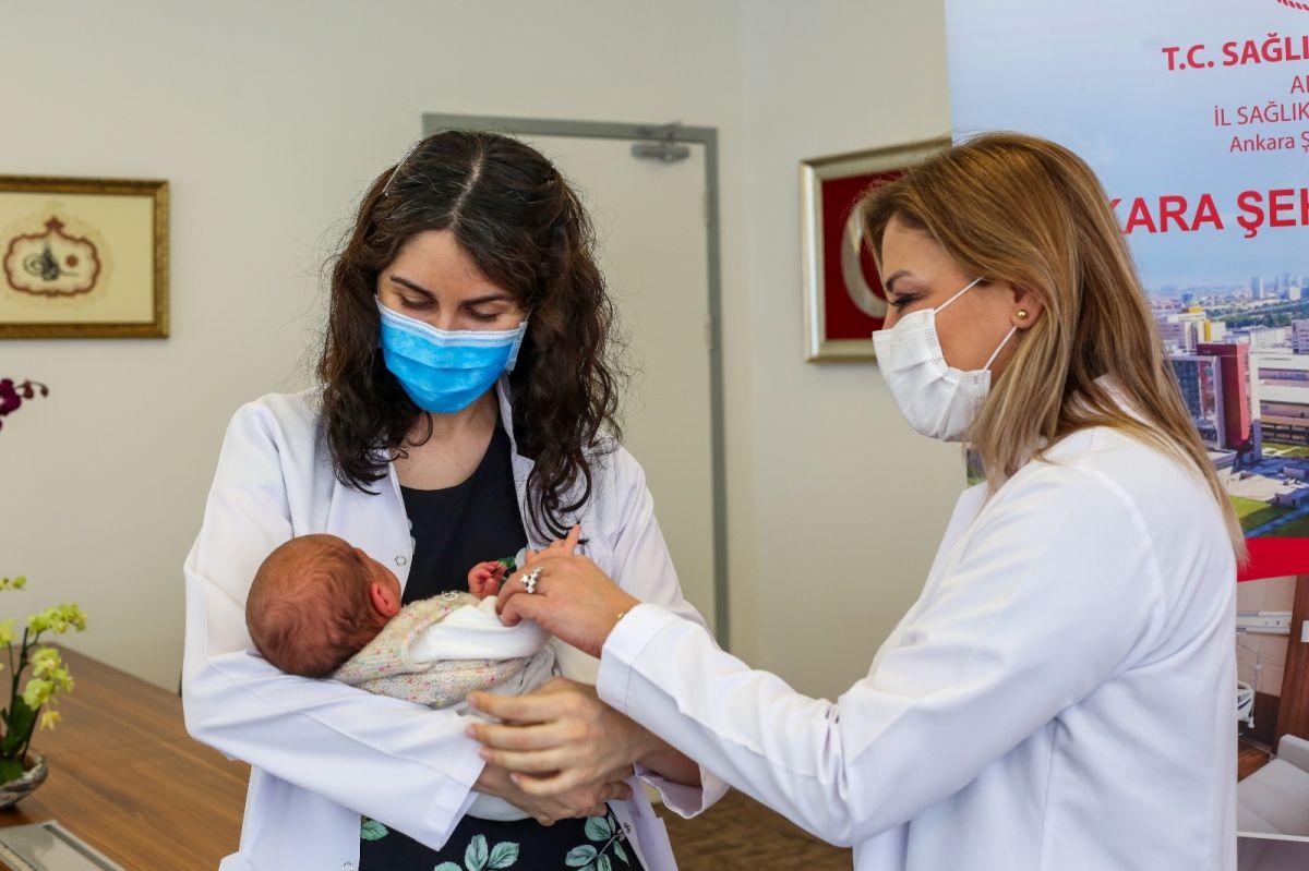 Ankara da annesi hamileyken aşılanan bebek antikorlu doğdu #2