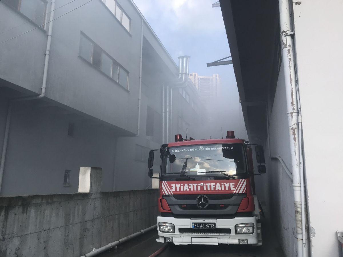 Esenyurt'ta kumaş fabrikasında yangın #1