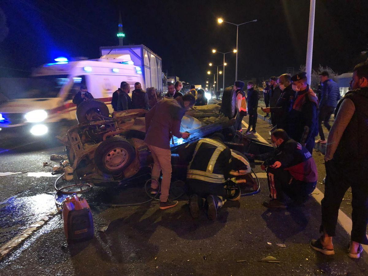 Manisa'da feci kaza: 2 ölü, 4 yaralı #1