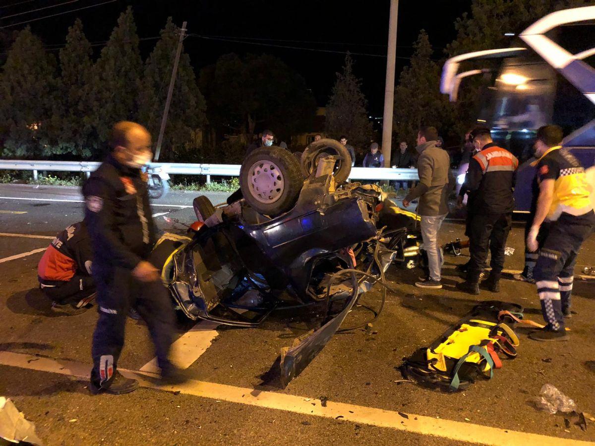 Manisa'da feci kaza: 2 ölü, 4 yaralı #8