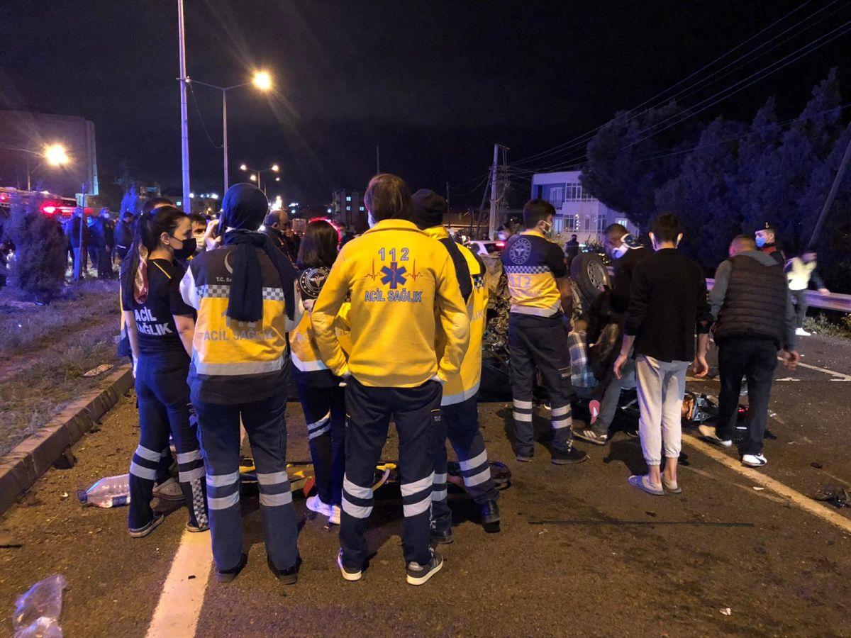 Manisa'da feci kaza: 2 ölü, 4 yaralı #7