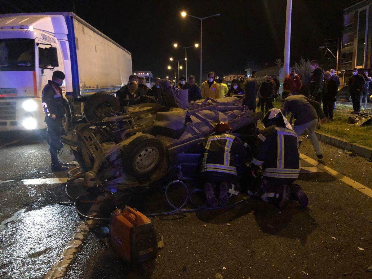 Manisa'da feci kaza: 2 ölü, 4 yaralı #2