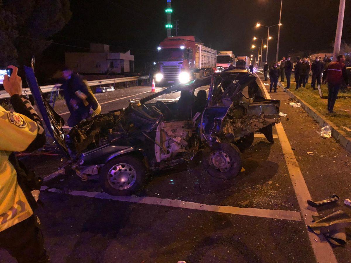 Manisa'da feci kaza: 2 ölü, 4 yaralı #6