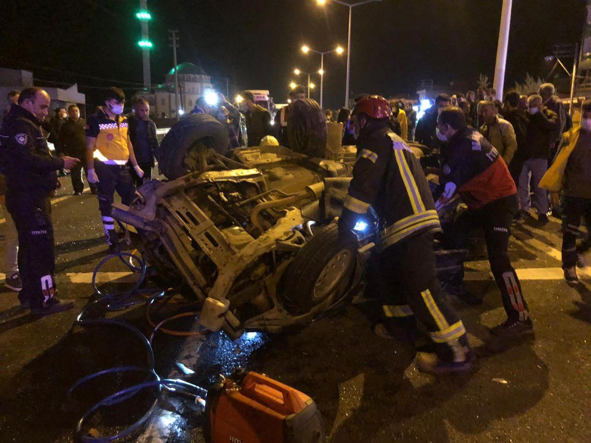 Manisa'da feci kaza: 2 ölü, 4 yaralı #4
