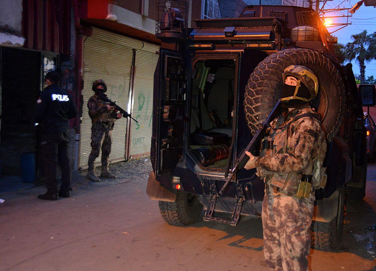 Adana da 'Kübra' şifresiyle uyuşturucu satan 7 şüpheli tutuklandı #8