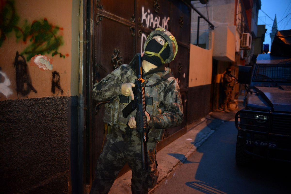 Adana da 'Kübra' şifresiyle uyuşturucu satan 7 şüpheli tutuklandı #9