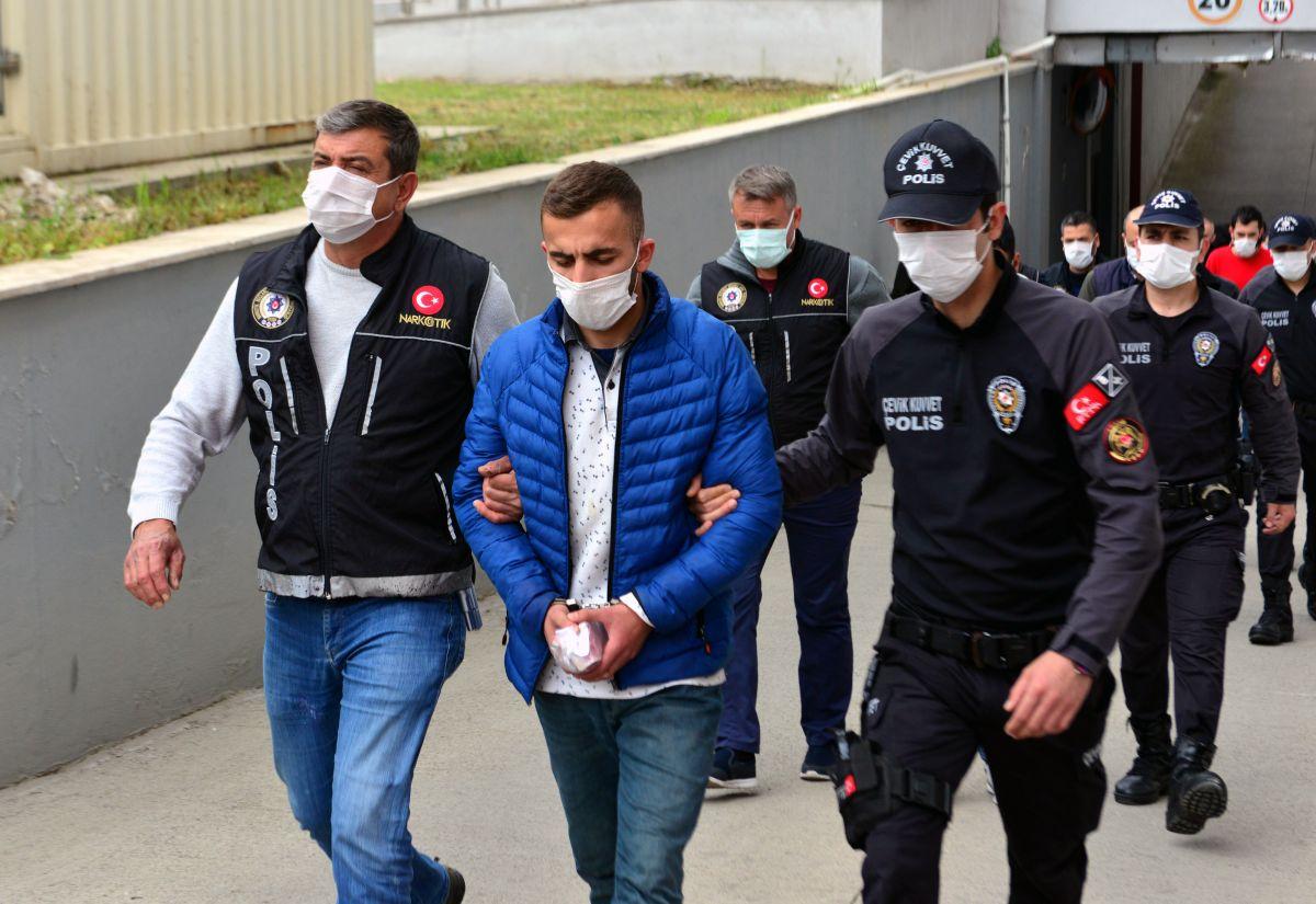 Adana da 'Kübra' şifresiyle uyuşturucu satan 7 şüpheli tutuklandı #5