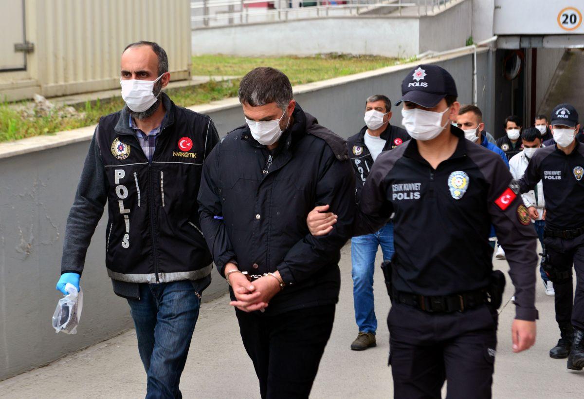 Adana da 'Kübra' şifresiyle uyuşturucu satan 7 şüpheli tutuklandı #3