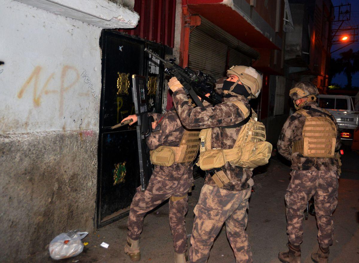 Adana da 'Kübra' şifresiyle uyuşturucu satan 7 şüpheli tutuklandı #6