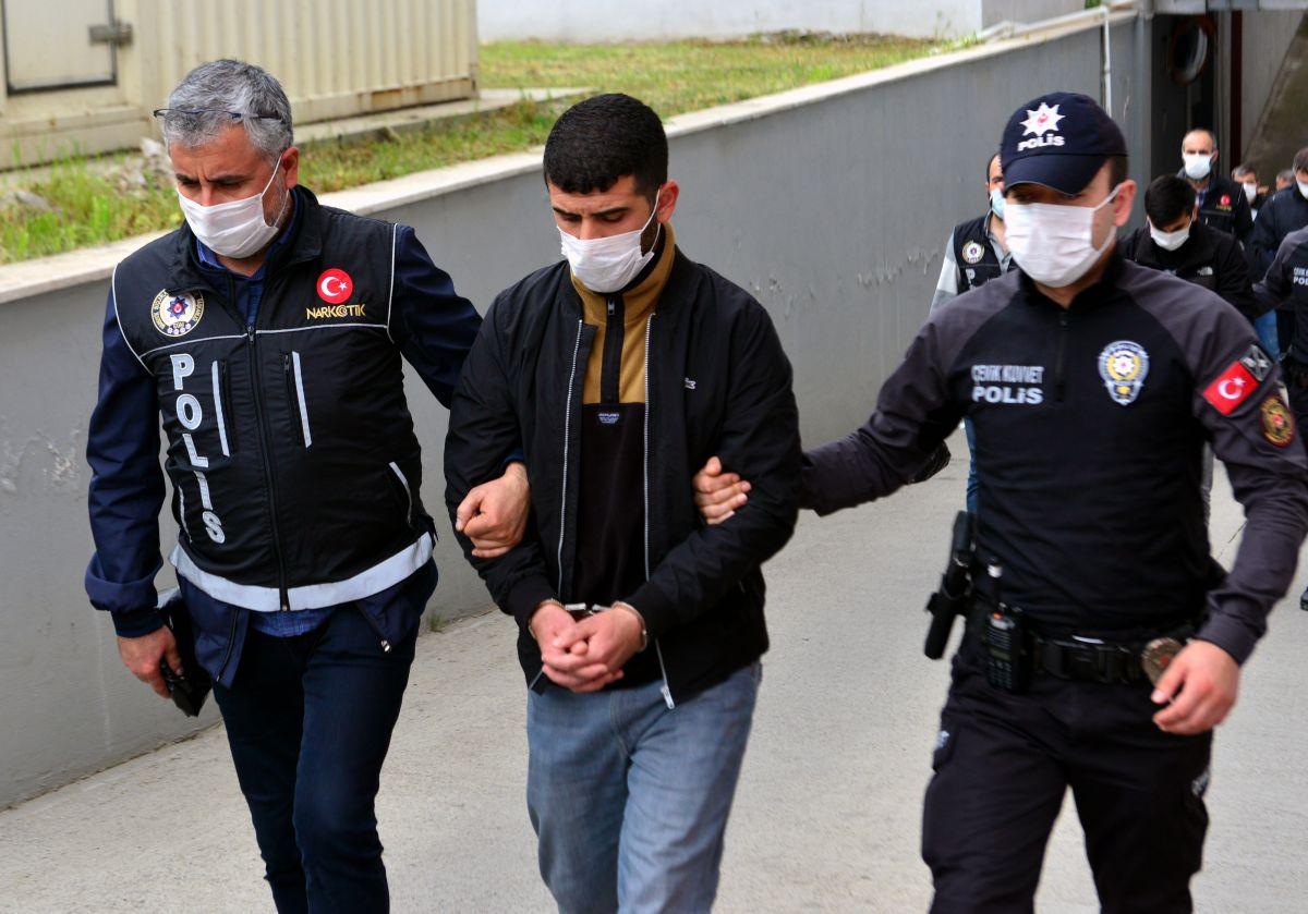 Adana da 'Kübra' şifresiyle uyuşturucu satan 7 şüpheli tutuklandı #2