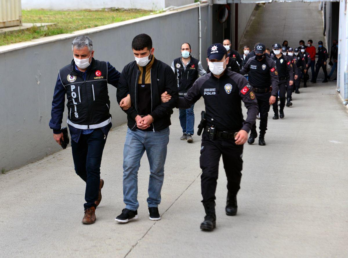 Adana da 'Kübra' şifresiyle uyuşturucu satan 7 şüpheli tutuklandı #1