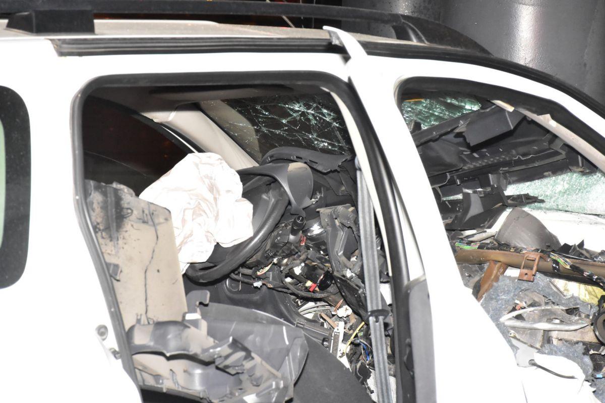 İzmir de otomobil köprü ayağına çarptı: 1 ağır yaralı #5