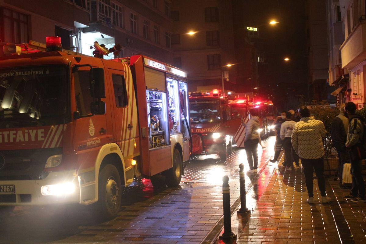Taksim de çıkan yangında turistler mesafeyi unuttu #8