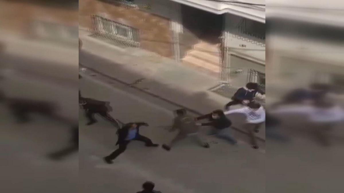 İstanbul da iki aile arasında baltalı, sopalı kavga #4
