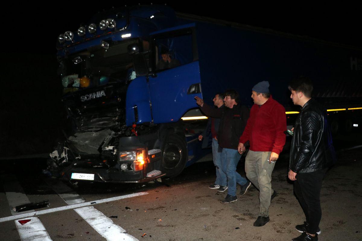 Afyonkarahisar da 3 tır ile 2 otomobil çarpıştı #5
