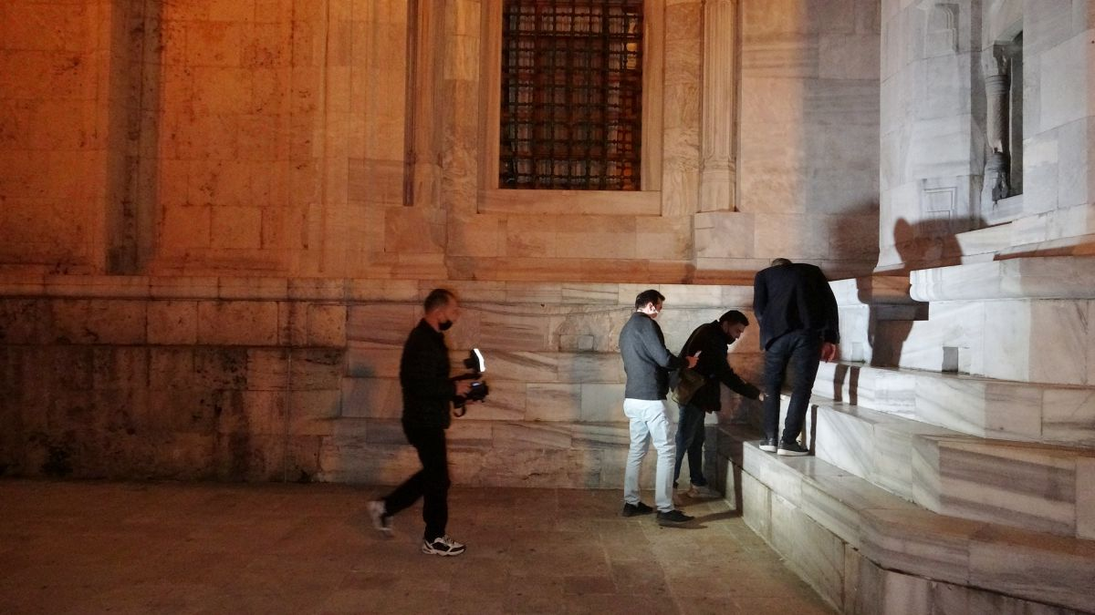 Bursa da Ulu Cami ye balyozlu saldırı #7