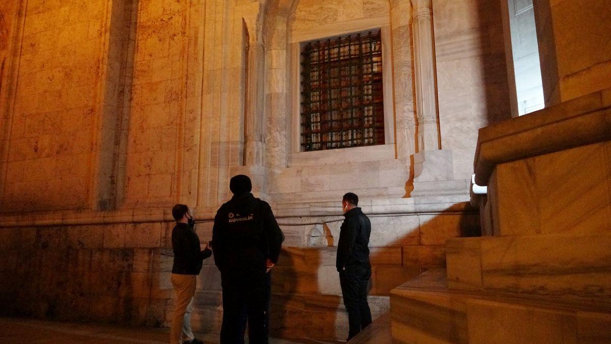 Bursa da Ulu Cami ye balyozlu saldırı #1