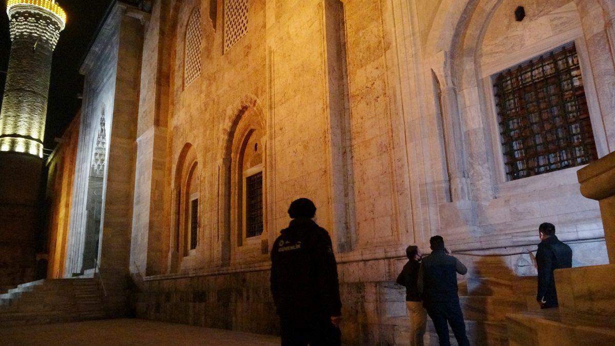 Bursa da Ulu Cami ye balyozlu saldırı #8