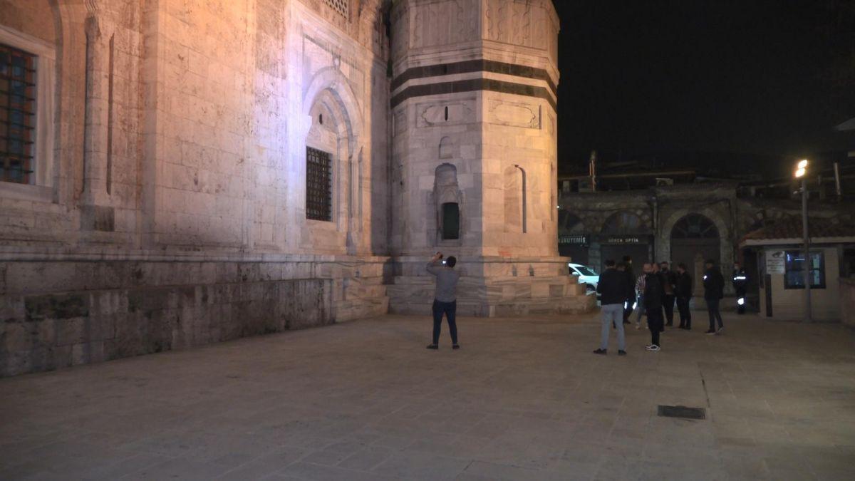 Bursa da Ulu Cami ye balyozlu saldırı #5