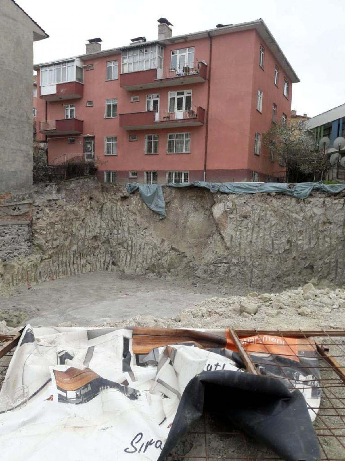 Ankara da toprak kayması nedeniyle bir apartman tahliye edildi #6