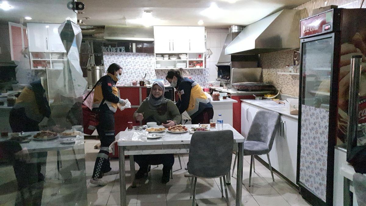 Kütahya da bir kadın iftar yemeğinde eski eşi tarafından bıçaklandı #2
