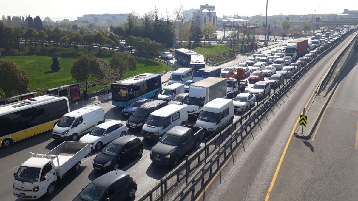 İstanbul da tam kapanmanın ilk günü trafik yoğunluğu yaşandı #8