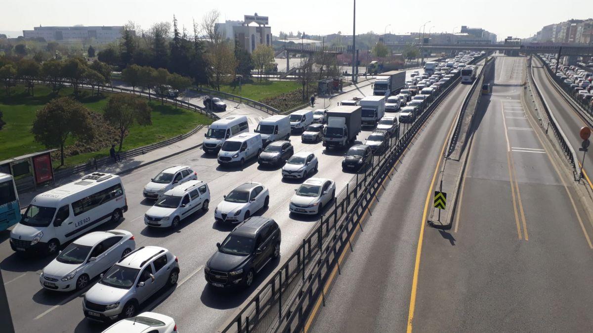 İstanbul da tam kapanmanın ilk günü trafik yoğunluğu yaşandı #6
