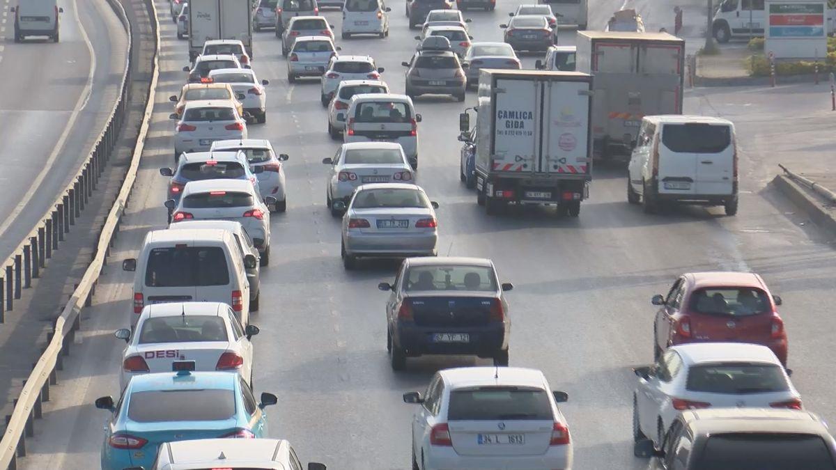 İstanbul da tam kapanmanın ilk günü trafik yoğunluğu yaşandı #4