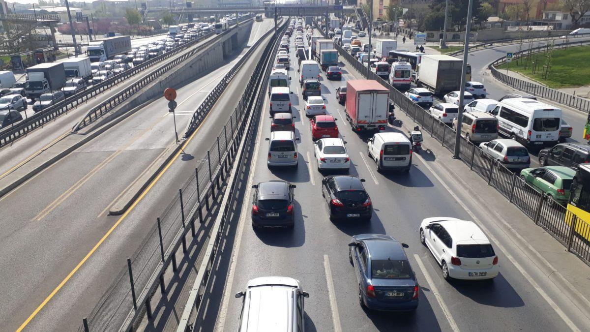 İstanbul da tam kapanmanın ilk günü trafik yoğunluğu yaşandı #11