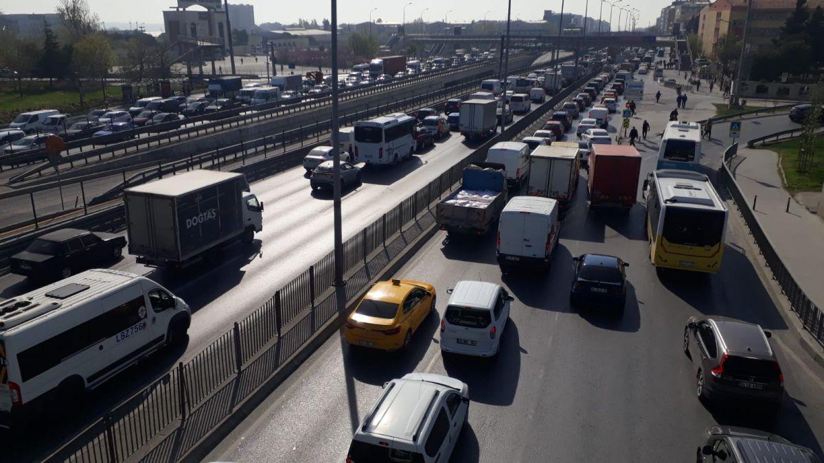 İstanbul da tam kapanmanın ilk günü trafik yoğunluğu yaşandı #10