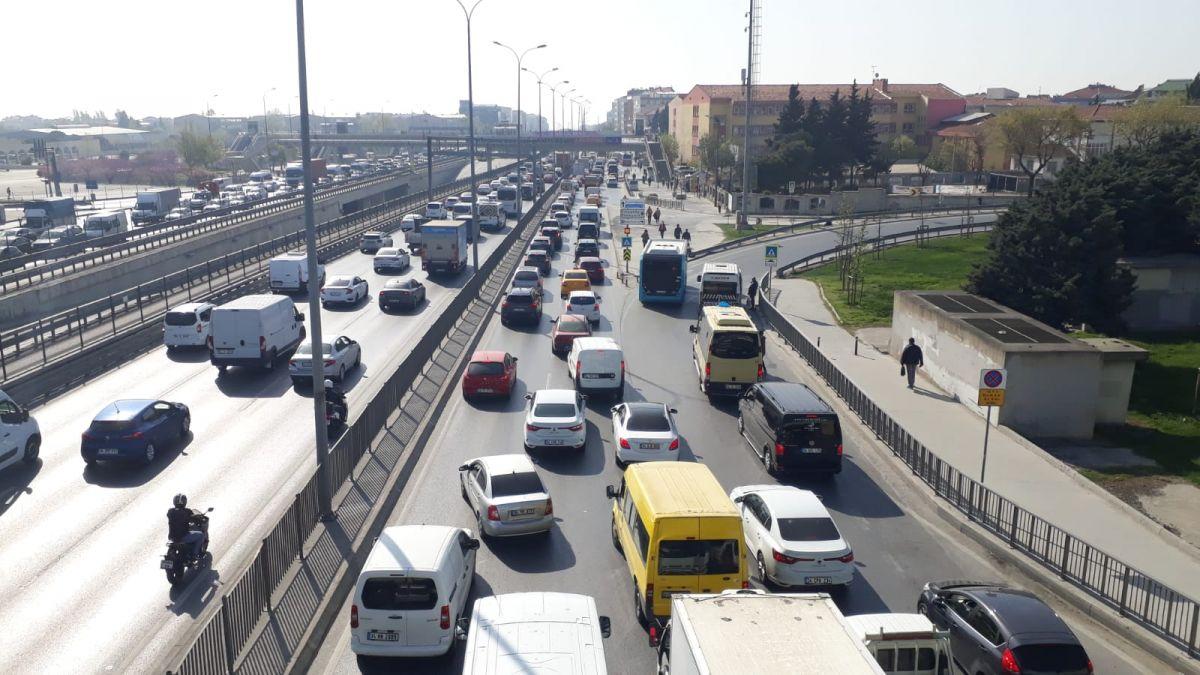 İstanbul da tam kapanmanın ilk günü trafik yoğunluğu yaşandı #9