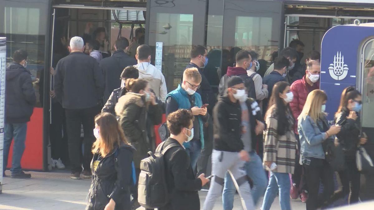 İstanbul da tam kapanmanın ilk günü trafik yoğunluğu yaşandı #12