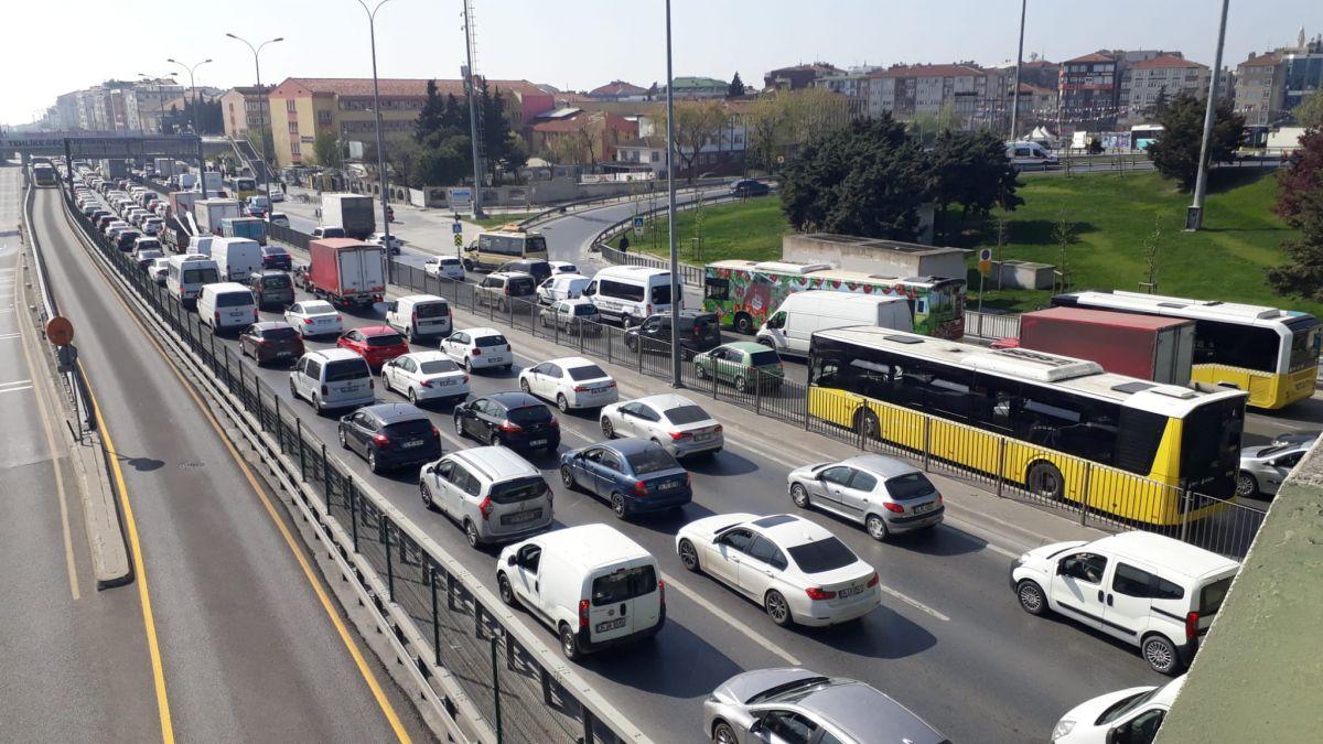 İstanbul da tam kapanmanın ilk günü trafik yoğunluğu yaşandı #7