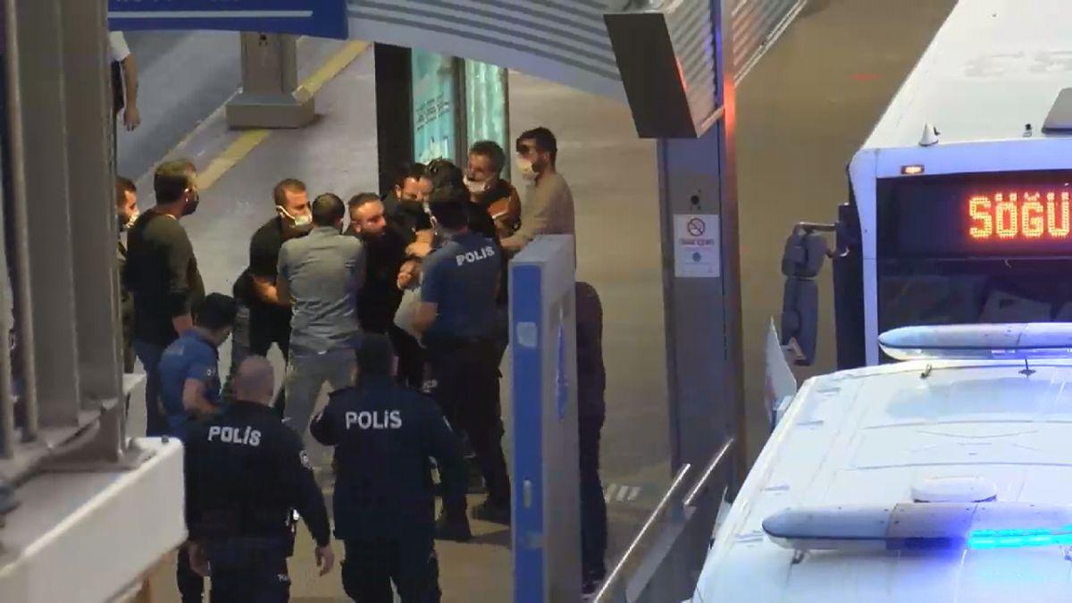 Avcılar istikametinde ilerleyen bir metrobüs rehin alındı #8