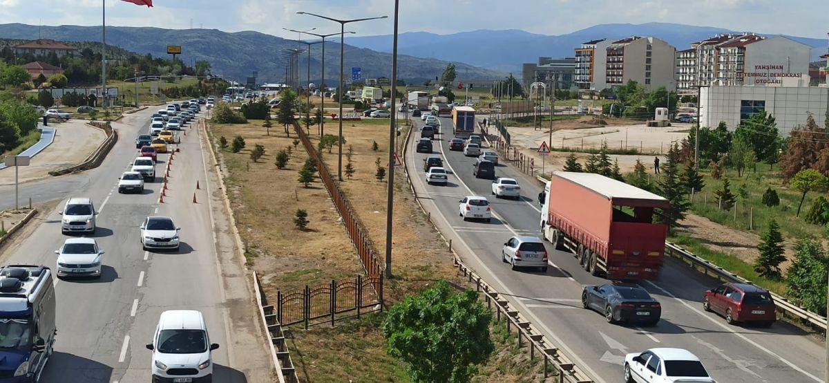 43 ilin geçiş noktası Kırıkkale de araç yoğunluğu #3