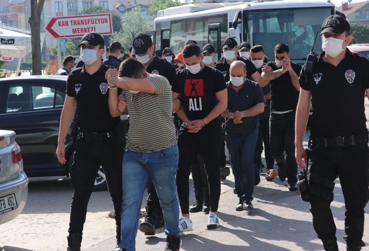 Kocaeli de 3 milyon liralık vurgun yapan 14 sahte bankacı tutuklandı #1